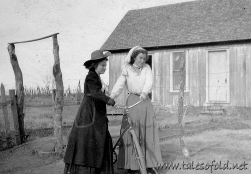 Miss Mayfield and Miss Vinson, Dickens, Texas