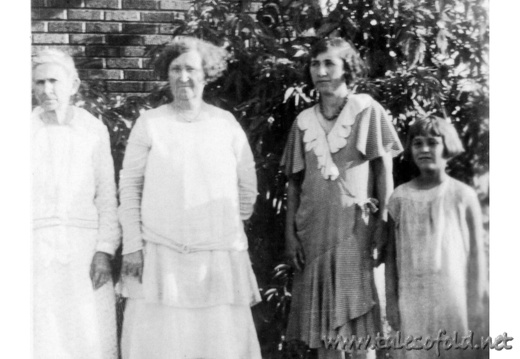 Elizabeth Shanks, Lula Daniel Scales, Agnes Scales, and Unknown Girl